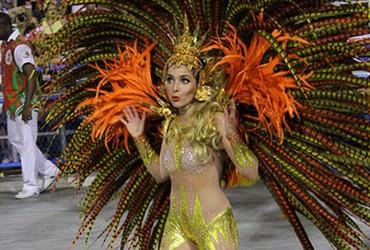 Beautiful woman performancing at the Carnival in Rio de Janeiro, Brazil