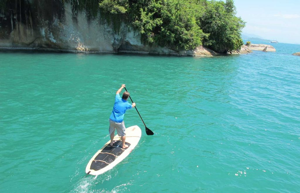 stand up paddle - emerald coast Paraty -Brazil