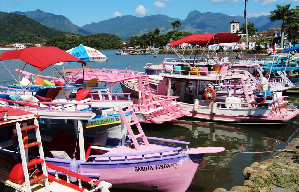 boat tour -seaside colonial town Paraty in Brazil